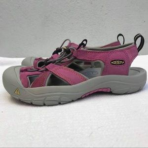 KEEN 39 shoes